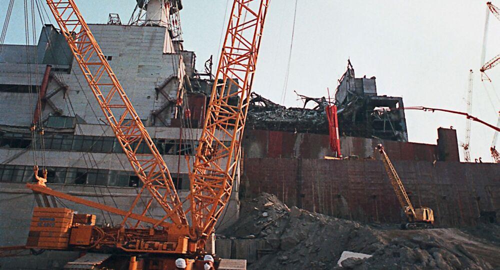Burzenie ściany 4. awaryjnego bloku energetycznego Czarnobylskiej Elektrowni Jądrowej