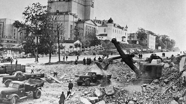 Жители Минска разбирают руины на проспекте Ленина, 1945 год - Sputnik Polska