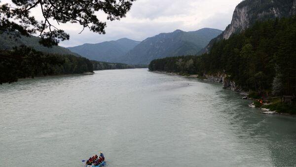 Turyści w czasie spływu rzeką Katuń - Sputnik Polska