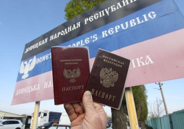 Paszporty obywateli DRL i FR
