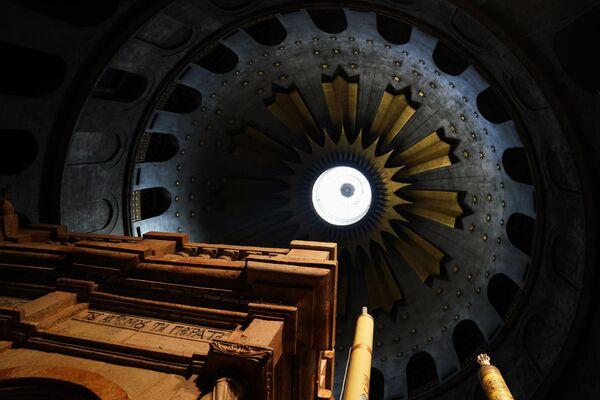 Świątynia Grobu Pańskiego przed zejściem Świętego Ognia - Sputnik Polska