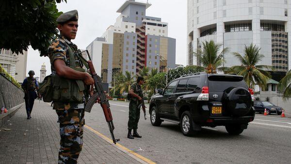 Wojskowy patrol na ulicach Kolombo na Sri Lance - Sputnik Polska