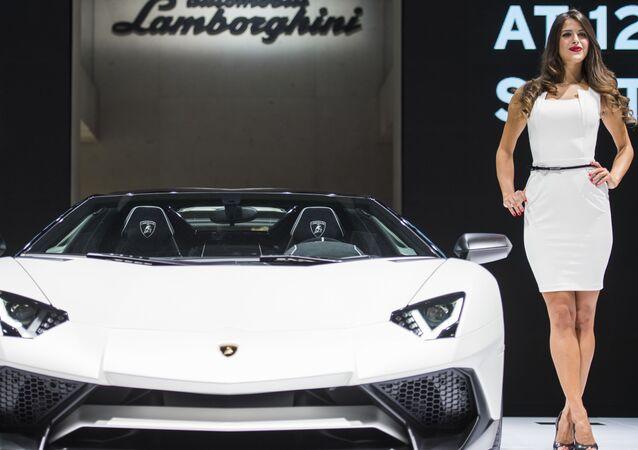 Stoisko Lamborghini wystawy motoryzacyjnej Internationale Automobil-Ausstellung - 2015 we Frankfurcie nad Menem