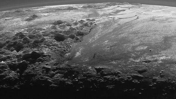 Pokryta lodem powierzchnia Plutona - Sputnik Polska