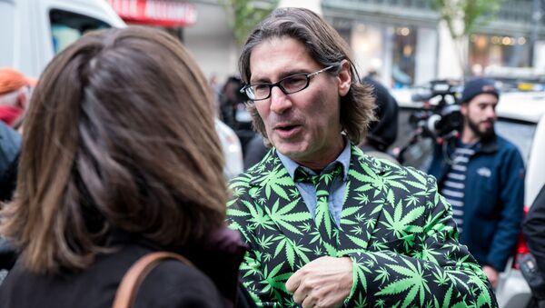 Kolejka po marihuanę w Kanadzie - Sputnik Polska