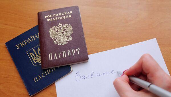 Paszporty Federacji Rosyjskiej i Ukrainy - Sputnik Polska