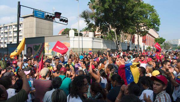 Zwolennicy Maduro wyszli na ulice Caracas - Sputnik Polska