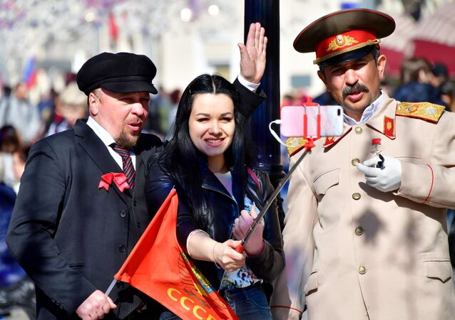 Sobowtóry Lenina i Stalina na ulicy Nikolskiej