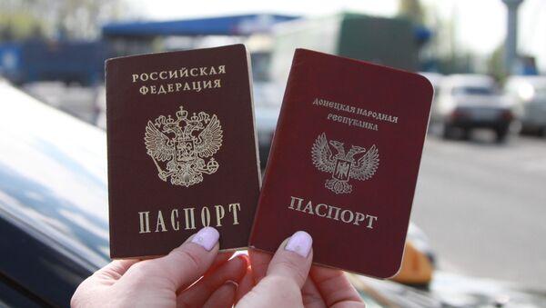 Paszporty obywateli DRL i Rosji w Międzynarodowym Punkcie Granicznym Uspienka w obwodzie donieckim - Sputnik Polska