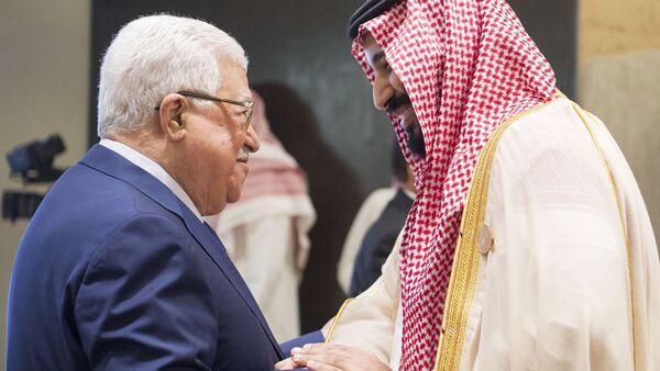 Następca tronu Arabii Saudyjskiej Muhammad ibn Salman i prezydent Palestyny Mahmud Abbas - Sputnik Polska