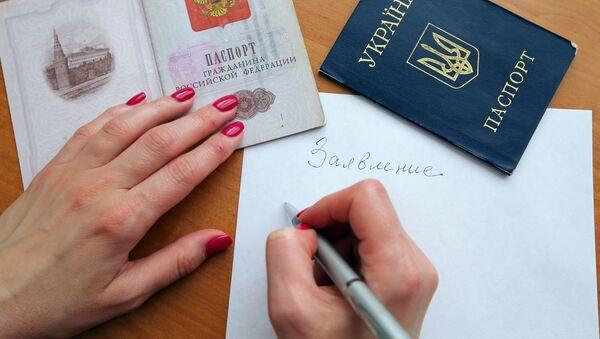 Paszporty obywatela Federacji Rosyjskiej i obywatela Rosji - Sputnik Polska