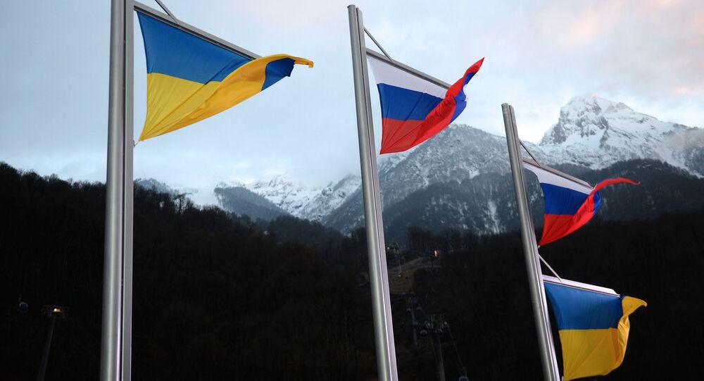 Flaga Rosji i flaga Ukrainy.