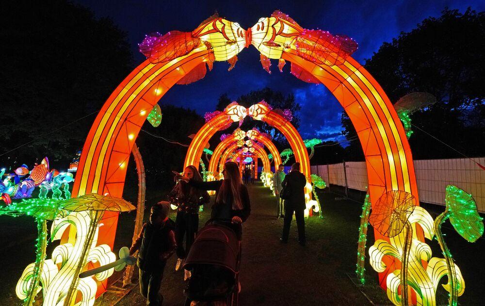 Festiwal gigantycznych chińskich lampionów w Kaliningradzie