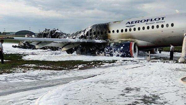 Kadłub samolotu Superjet 100 po porzaże na lotnisku Szeremietiewo w Moskwie - Sputnik Polska