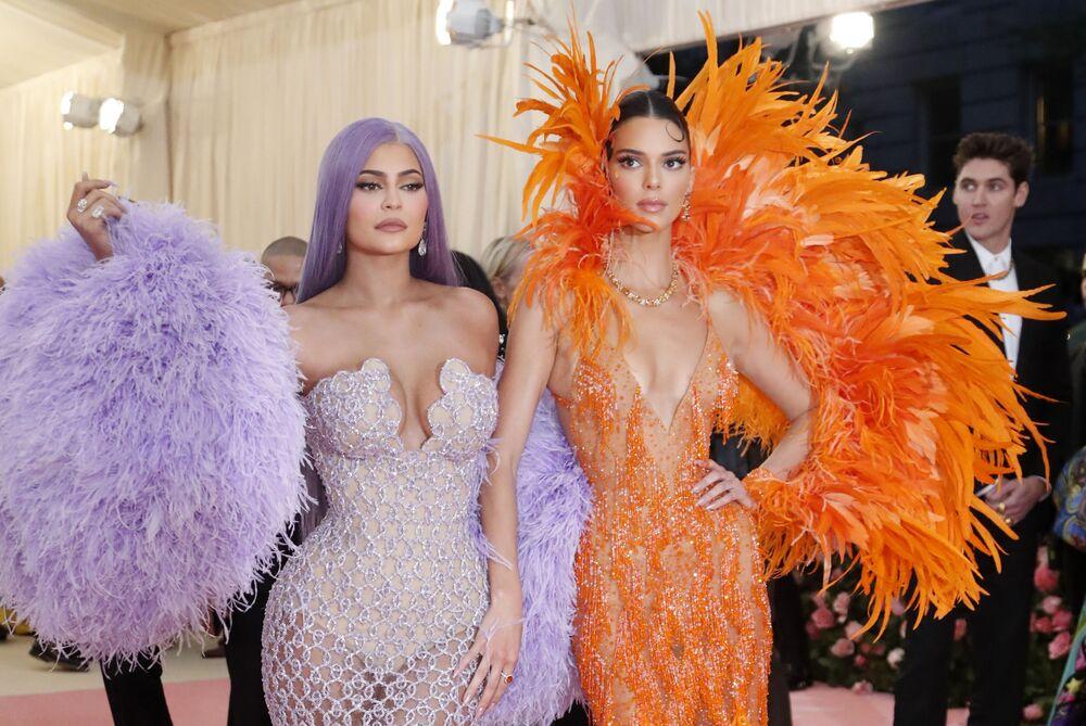 Kylie (po lewej) i Kendall Jenner