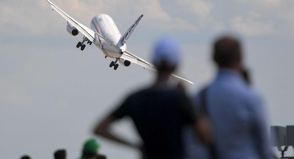 Samolot pasażerski Sukhoi Superjet 100