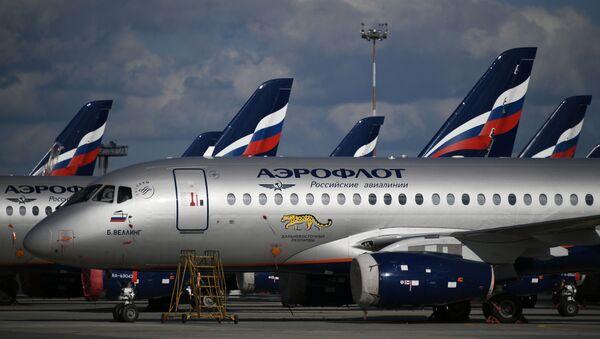 Sukhoi Superjet 100 płycie postojowej na lotnisku Szeremietiewo w Moskwie - Sputnik Polska