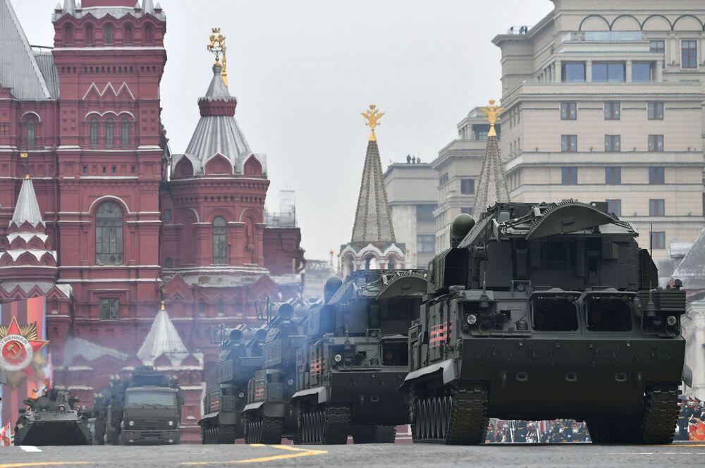 Wozy bojowe kompleksu TOR-M2 podczas Parady Zwycięstwa na Placu Czerwonym