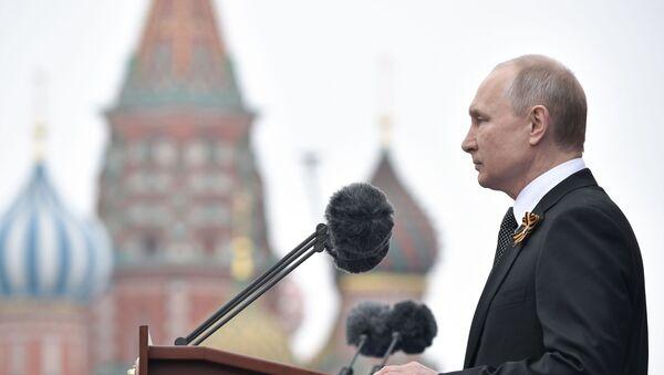 Władimir Putin na Placu Czerwonym podczas Parady Zwycięstwa  - Sputnik Polska