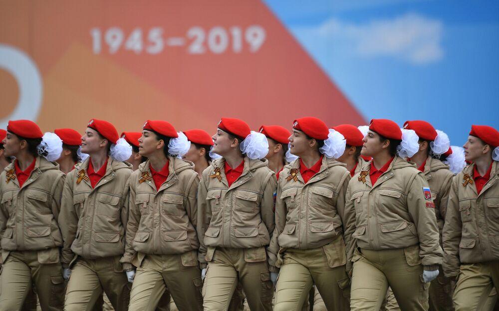 """Kompania reprezentacyjna utworzonego z inicjatywy Ministerstwa Obrony Rosji Patriotycznego Ruchu Młodzieżowego """"Junarmia"""""""
