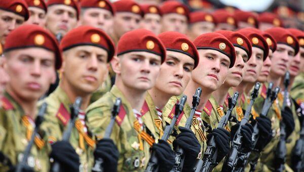 Żołnierze oddziałów rosyjskiej Gwardii Narodowej podczas defilady na Placu Czerwonym  - Sputnik Polska