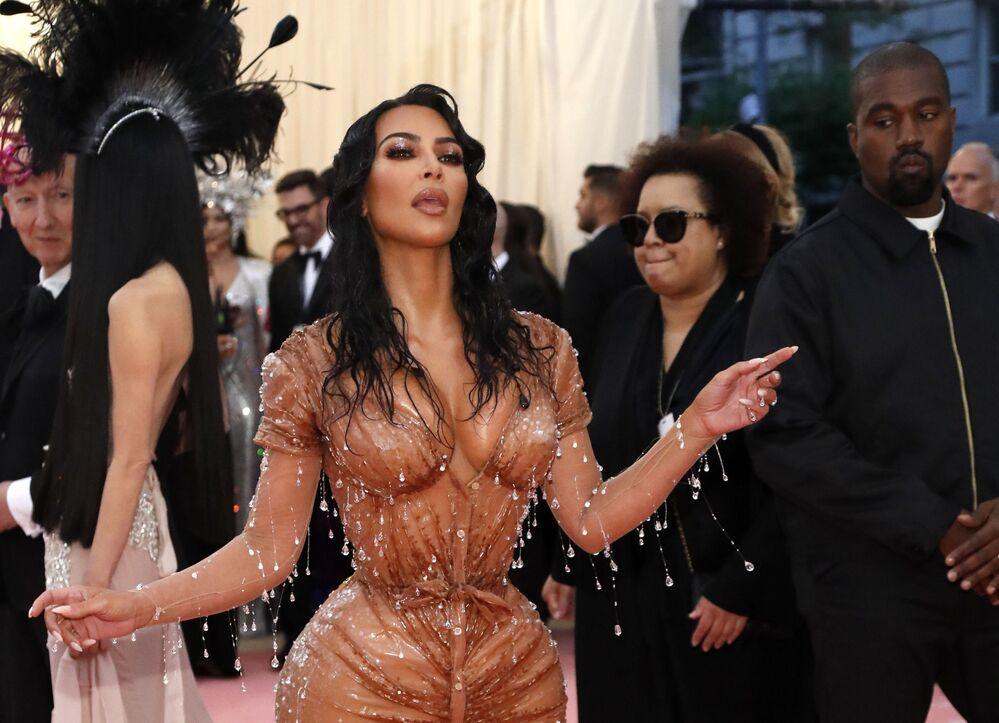 Amerykańska celebrytka Kim Kardashian z mężem na Met Gala 2019 w Nowym Jorku.