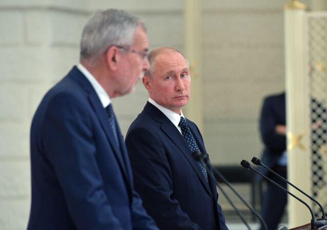 Prezydent Rosji Władimir Putin i prezydent Austrii Alexander Van der Bellen na wspólnej konferencji prasowej
