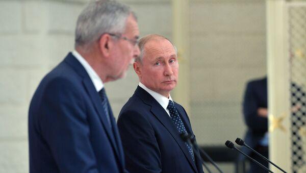 Prezydent Rosji Władimir Putin i prezydent Austrii Alexander Van der Bellen na wspólnej konferencji prasowej - Sputnik Polska