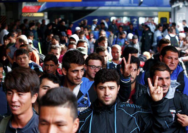 Imigranci na dworcu w Monachium