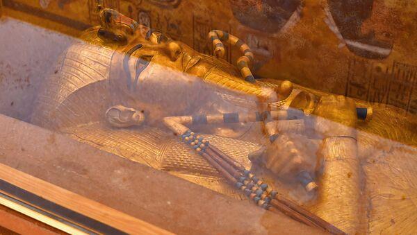 Mumia faraona Tutanchamona w grobowcu w Luksor - Sputnik Polska