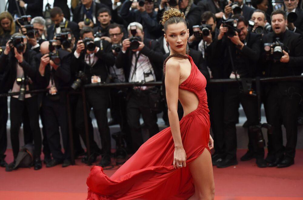 Amerykańska modelka i aktorka Bella Hadid na czerwonym dywanie 72. Międzynarodowego Festiwalu Filmowego w Cannes.