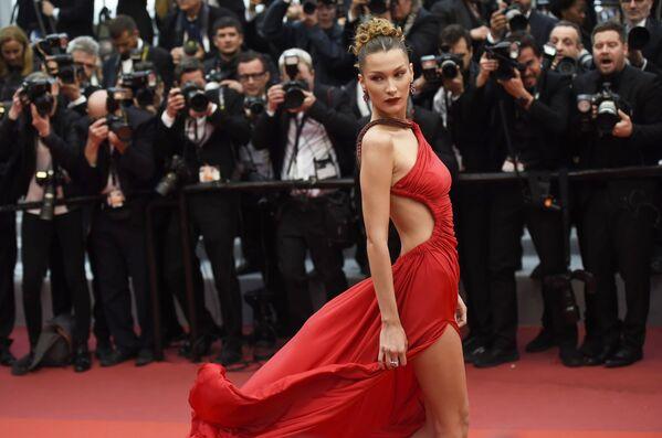 Amerykańska modelka i aktorka Bella Hadid na czerwonym dywanie 72. Międzynarodowego Festiwalu Filmowego w Cannes - Sputnik Polska