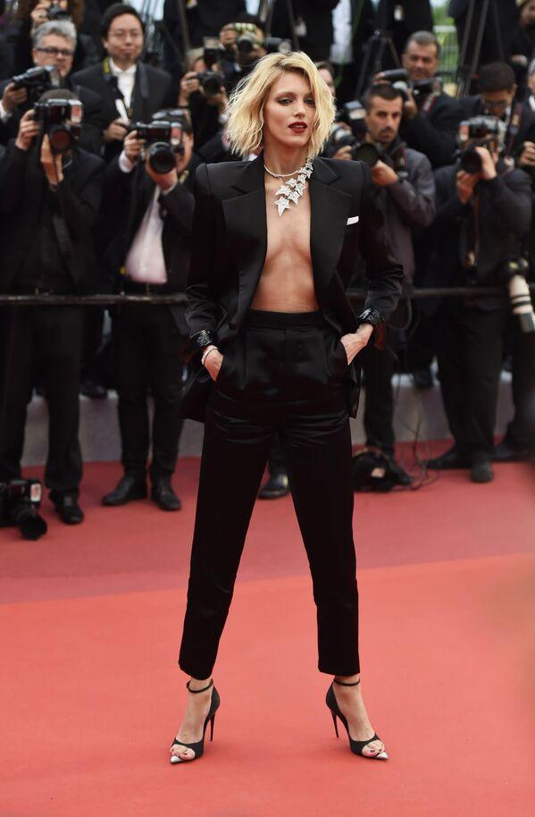 Polska modelka Anja Rubik na czerwonym dywanie na 72. Międzynarodowym Festiwalu Filmowym w Cannes - Sputnik Polska