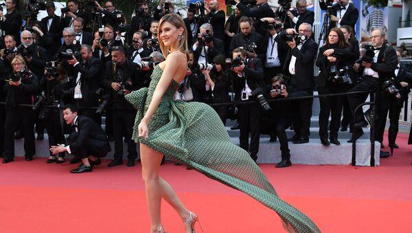 Niemiecka topmodelka Stephanie Giesinger na czerwonym dywanie 72. Międzynarodowego Festiwalu Filmowego w Cannes - Sputnik Polska