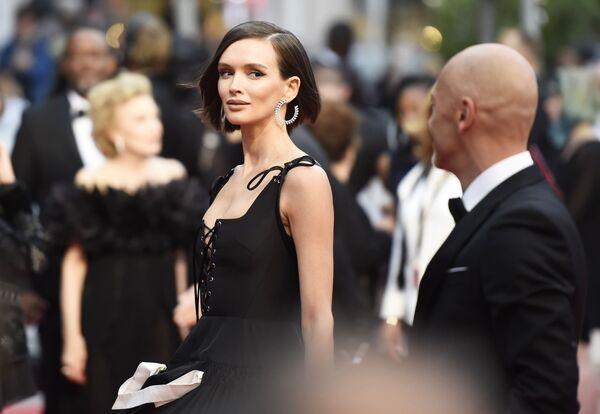 Rosyjska aktorka Paulina Andriejewa na czerwonym dywanie 72. Międzynarodowego Festiwalu Filmowego w Cannes - Sputnik Polska