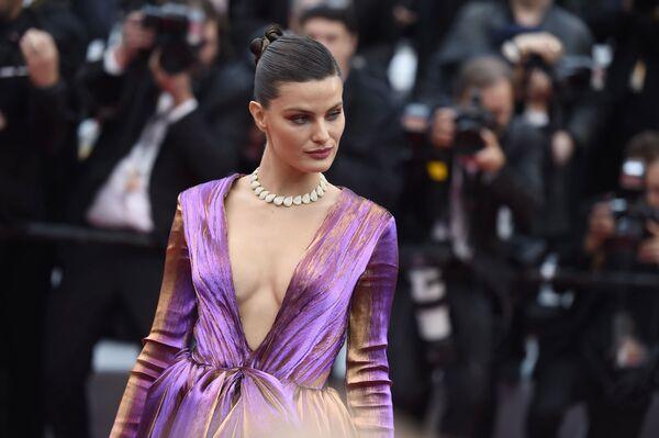 Brazylijska modelka Isabeli Fontana na czerwonym dywanie na 72. Międzynarodowym Festiwalu Filmowym w Cannes - Sputnik Polska