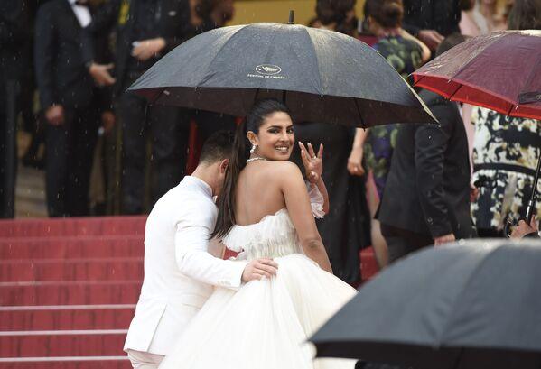 Indyjska aktorka i producentka Priyanka Chopra na czerwonym dywanie 72. Międzynarodowego Festiwalu Filmowego w Cannes - Sputnik Polska