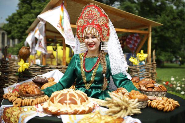 """Uczestniczka targów i jarmarku turystyki wiejskiej """"AgroTUR-2019"""" w Krasnodarze - Sputnik Polska"""