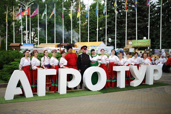 """Uczestnicy targów i jarmarku turystyki wiejskiej """"AgroTUR-2019"""" w Krasnodarze  - Sputnik Polska"""