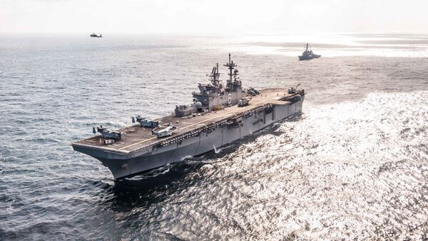 Okręt desantowy USS America i niszczyciel typu Arleigh Burke USS Hopper - Sputnik Polska