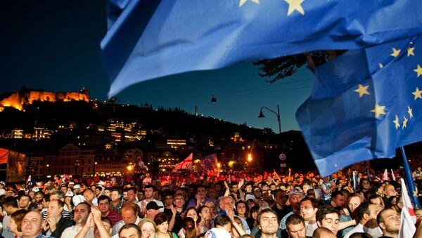 Obywatele świętują podpisanie umowy stowarzyszeniowej z Unią Europejską na placu Europy w Tbilisi, 2014 rok - Sputnik Polska
