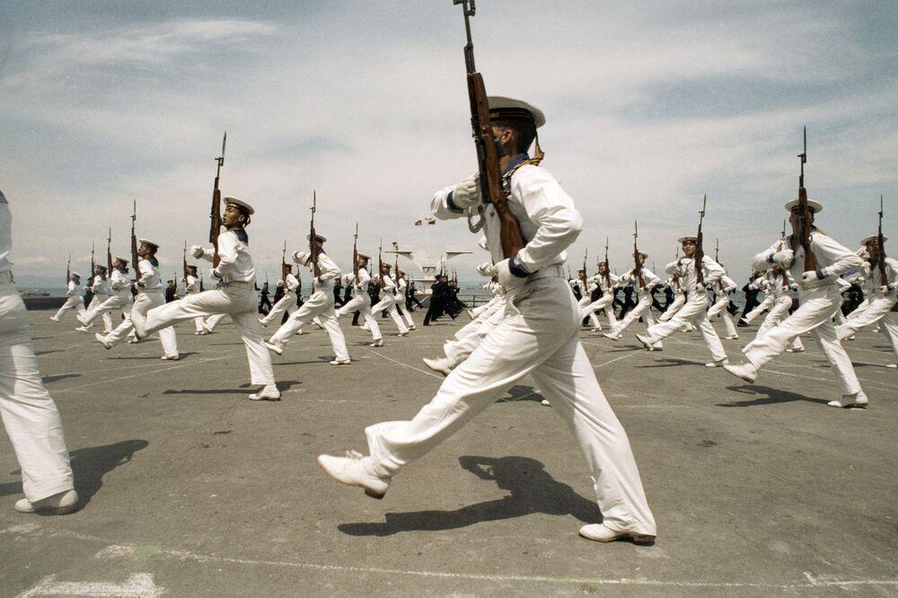 Marynarze Floty Pacyfiku na paradzie, 1992 rok