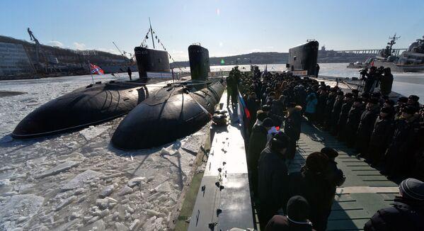 """Łódź podwodna """"Komsomolsk-na-Amure"""" podczas uroczystej ceremonii uruchomienia łodzi po remoncie, 2017 rok  - Sputnik Polska"""