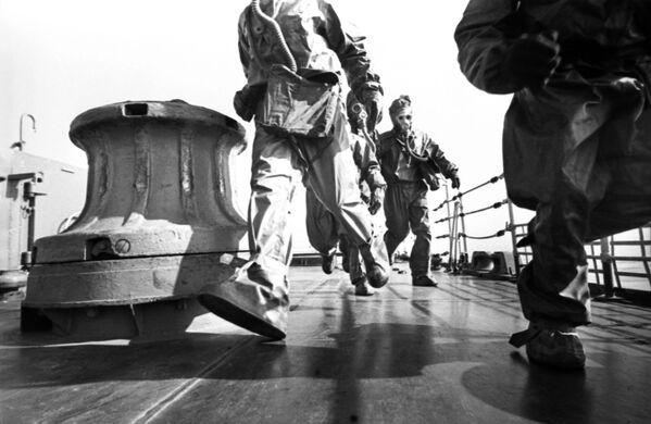 Załoga krążownika rakietowego Warjag podczas manewrów, 1967 rok  - Sputnik Polska