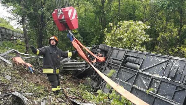 Miejsce wypadku, w którym autobus z turystami przewrócił się w prowincji Siena - Sputnik Polska