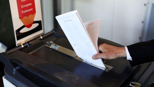 Głosowanie w wyborach do Parlamentu Europejskiego w Amsterdamie w Holandii - Sputnik Polska