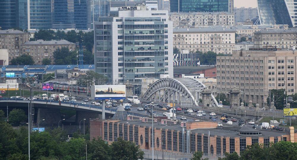 Widok na Moskiewskie City z punktu widokowego na Wzgórzach Worobiowych w Moskwie