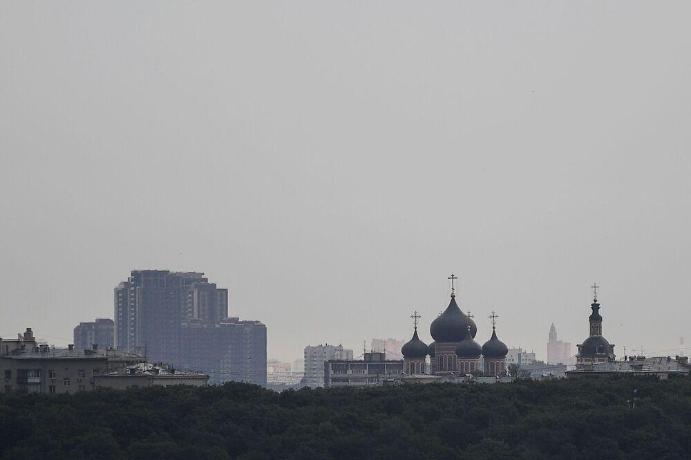 Widok na Monaster Nowospasski z punktu widokowego na Wzgórzach Worobiowych w Moskwie