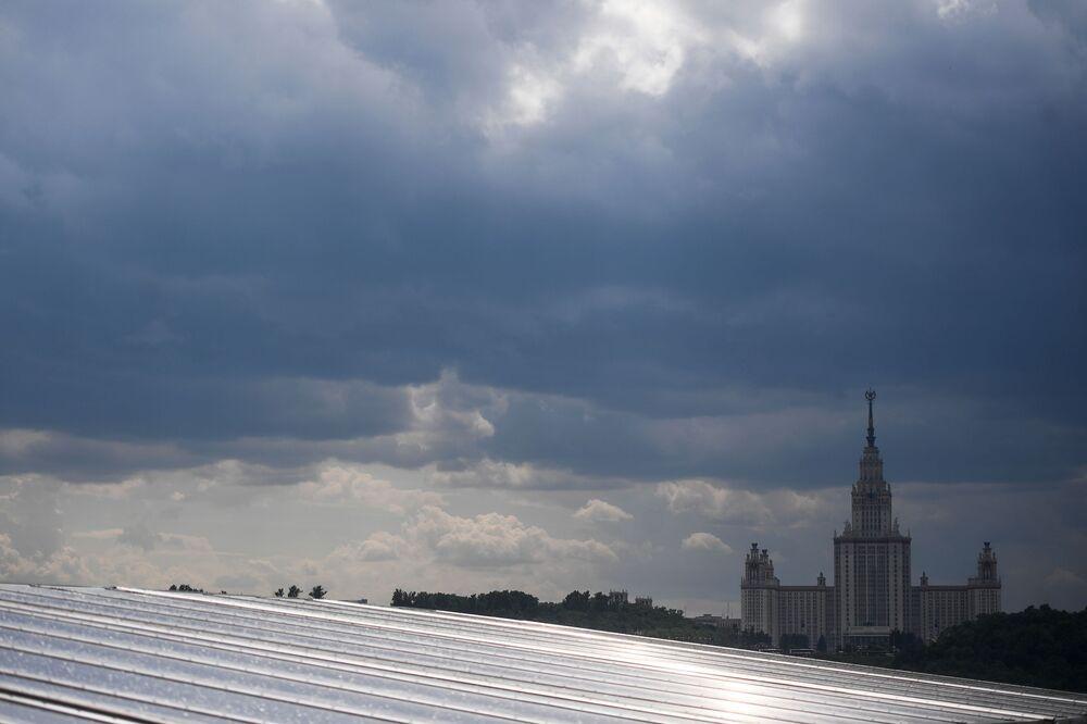 Widoki z punktu widokowego na Wzgórzach Worobiowych w Moskwie
