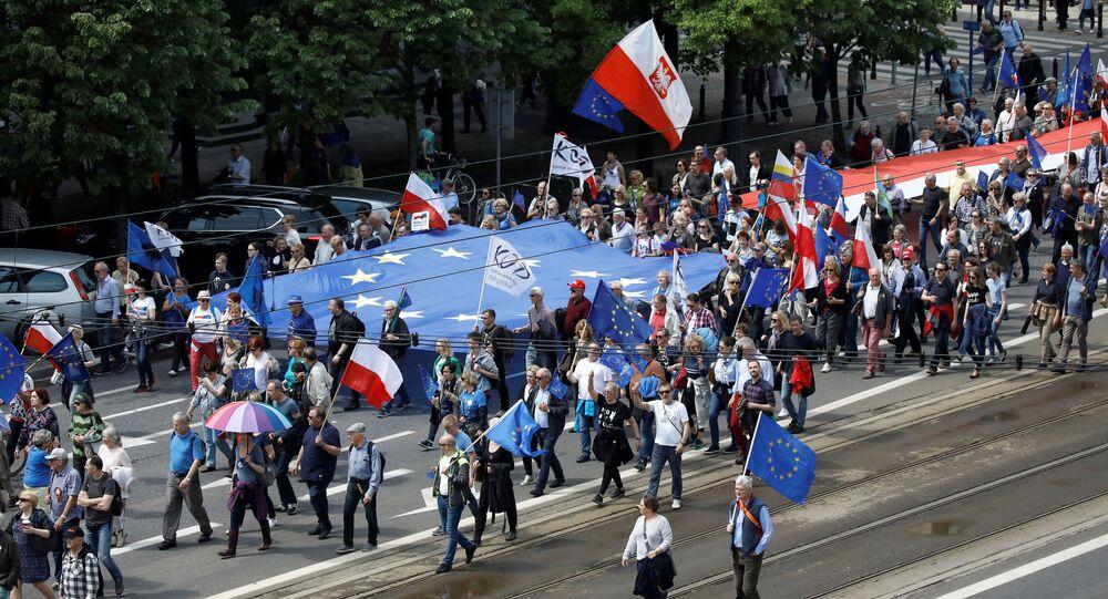 Marsz Polska w Europie w Warszawie przed wyborami do Parlamentu Europejskiego